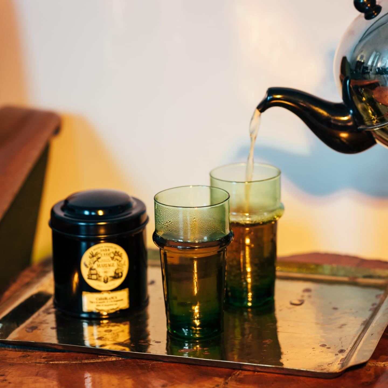 Casablanca Tee mit grünen Teegläsern aus Marokko